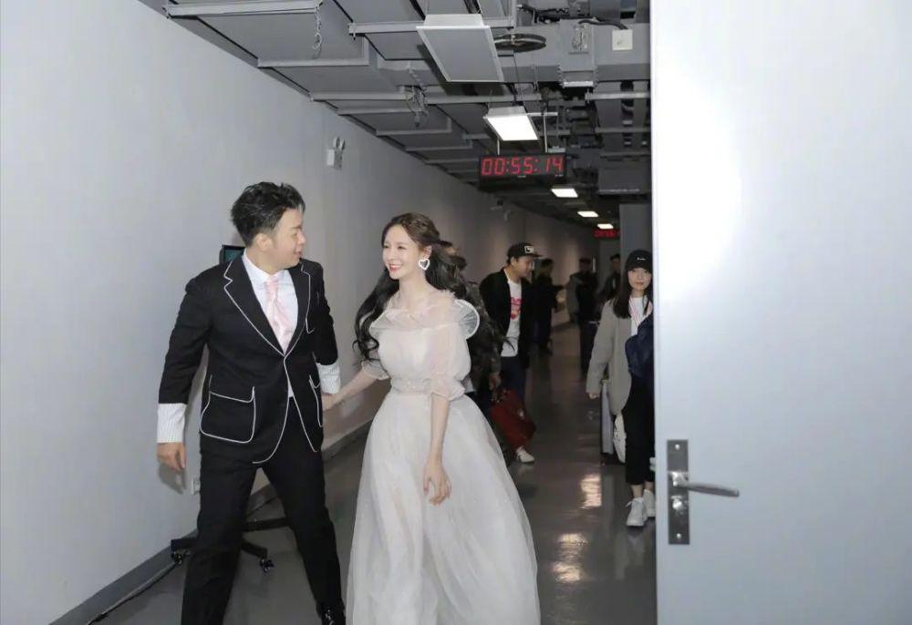 杜海涛迟迟不结婚原因:沈梦辰因婚讯差点被撤掉代言,与少女人设不符